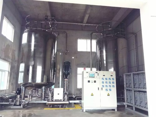 纯化水设备现场(EDI+纯化水箱).jpeg